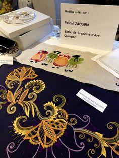 Renée Benoist, élève à Rennes Ecolaines, nous a fait parvenir ces photos de l'expo de décembre dernier à Saint Jacut de la Mer. Broderie Bargello, Sewing Art, Expo, Embroidery Patterns, Costume, Bracelets, Photos, Folk Dance, Canvas