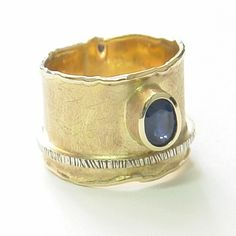 Olissima Gallery -Pracownia M.Deki - Ring (wedding band) in yellow and white gold (14K), hand-made to order with a natural sapphire.   Szafir oval Dimensions: 6mm x 8mm and it is approximately 1.2 ct ring | techniques include metalwork, hammering, casting and forging.