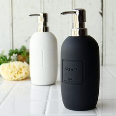 Cosmetic Packaging, Packaging Design Inspiration, Bathroom Inspiration, Soap Dispenser, Home Deco, Decoration, Home Goods, Shower, Canning