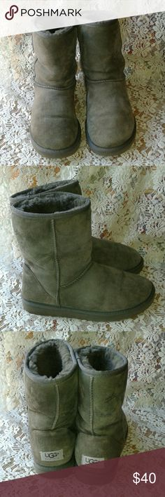 """UGGS CLASSIC SHORT GRAY BOOTS """"LOT OF LIFE LEFT"""" Very nice """"PRE-LOVED CONDITION"""" UGG Shoes Winter & Rain Boots"""