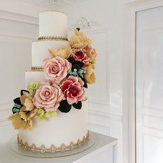 Sugar Love #delicatessepostres #sugarart #sugarflowers #cake #cakeart #fondant #weddingcake #wedding #bodaspanama #handmade Sugar Love, Sugar Art, Sugar Flowers, Cake Art, Fondant, Wedding Cakes, Instagram Posts, Desserts, Handmade