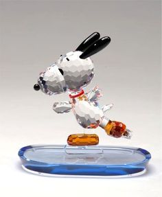 Crystal World Peanuts Figurine: Figure Skating Snoopy