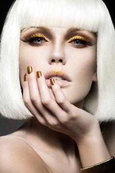 Joli maquillage doré ! #TheBeautyHours