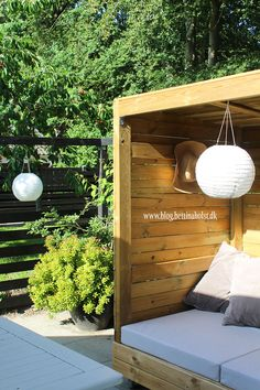 Lav dit eget shelter på hjul - Bettina Holst Blog Outdoor Pool Furniture, Outdoor Decor, Backyard For Kids, Porch Swing, Wooden Furniture, Shelter, Diy And Crafts, Projects To Try, Deck