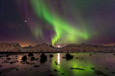 And nothing gets more beautiful than the Northern Lights over snowy mountains. | 46 Things That Prove Norway Is A Real Life Fairy Tale