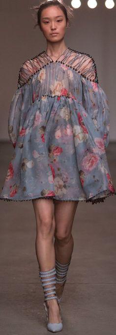 Zimmermann Spring/Summer 2016 Ready-To-Wear New York Fashion Week Fashion Tv, Fashion Moda, New York Fashion, Runway Fashion, High Fashion, Fashion Show, Womens Fashion, Fashion Design, Fashion Trends