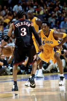 Allen Iverson & Kobe Bryant during the 2001 NBA Finals. Kobe Basketball, Love And Basketball, Basketball Legends, Basketball Players, Basketball Jones, Basketball Shirts, Allen Iverson, Nba Pictures, Basketball Pictures