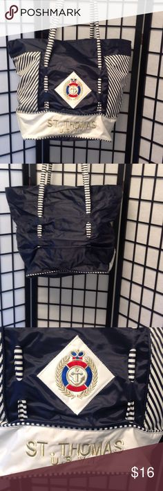 Beach totes Canvas type material ,used once ,22x17 and 9 in wide has zipper inside Accessories