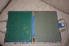 Idea. Estilo carpeta con manija para llevar la tabla-plancha-base de corte y cerrandola se la usa como una pequeña tabla de planchar.