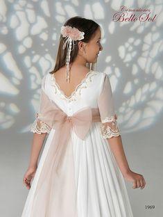 Bello Sol Comunión 2019 – Centro Novias Albolote White Princess Dress, Princess Outfits, Première Communion, Communion Dresses, Elegant Dresses, Pretty Dresses, Little Girl Dresses, Flower Girl Dresses, Homecoming Dresses