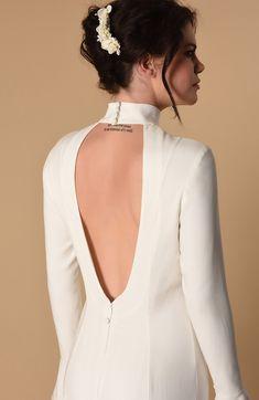 Découvrez et achetez sur notre site les accessoires Mariée indispensables : Peigne cheveux mariage en fleurs naturels à porter dans votre chignon.