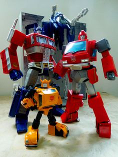 Transformers Masterpiece MP-10 Convoy (Optimus Prime), MP-21 Bumble (Bumblebee) and MP-27 Ironhide