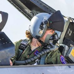 This Block 40 pilot prepares to start her jet for a VUL at by military topics LEAST WE FORGET Jet Fighter Pilot, Air Fighter, Female Fighter, Fighter Jets, Military Tops, Military Women, Military Female, Female Pilot, Female Soldier