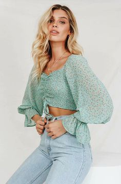 Long Sleeve Crop Top, Cropped Top, Crop Top Outfits, Cute Outfits, Flowy Tops, Blouse Online, Vintage Denim, Vintage Style, Fitted Bodice