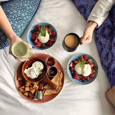 Breakfast in bed > Brunch