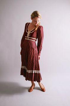 1970s dress / 70s gunne sax dress / fall winter vintage fashion. $112.00, via Etsy.