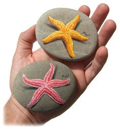 Original Hand Painted Red Starfish 'Resting' on A Rock Starfish Painting, Pebble Painting, Pebble Art, Stone Painting, Dot Painting, Stone Crafts, Rock Crafts, Rock And Pebbles, Hand Painted Rocks
