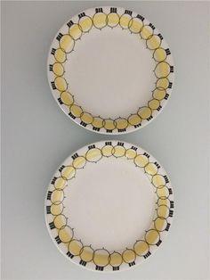 Tradera ᐈ Köp & sälj begagnat & second hand Swedish Dishes, Uppsala, Vintage Pottery, Porcelain Ceramics, Retro, Decorative Plates, Designers, Crafts, Beautiful