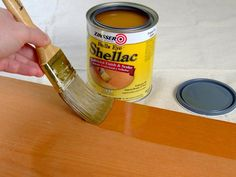 Woodworking Designs What's The Difference Between Polyurethane, Varnish, Shellac and Lacquer? - DIY Network explains the difference between top-coats and finishes. Gomme Laque, Painting Tips, Rock Painting, Spray Painting, Stone Painting, Diy Network, Diy Holz, Do It Yourself Home, Easy Paintings