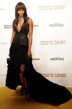 """Roberto Cavalli comemorou os 40 anos de sua marca em grande estilo ontem em Paris. As convidadas arrasaram nos vestidos. Separei para a nossa galeria apenas os longos. [poll id=""""4″] Fotos: Reprodução"""