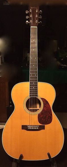 Modern styling with a slim body depth and a three-piece back, the M-36 has solid East Indian rosewood back and sides, a Sitka spruce top, polished gloss finish and a hand-fit dovetail neck joint, making it very comfortable to play.This is one will be tough to part with. Some play wear but a deep ...
