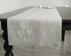 Natürliche grau Leinen Tischläufer dekoriert mit von daiktuteka