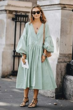 style inspiration 38 Spring Outfits That Aren't Just Floral Dresses – Fond / Of you can find similar pins below. We have brought the best of the follo. Look Boho, Look Chic, Spring Summer Fashion, Spring Outfits, Summer Street Fashion, Mode Adidas, Fashion Outfits, Womens Fashion, Fashion Tips