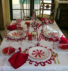 Red and White Christmas Tablescape.so pretty Christmas Table Settings, Christmas Tablescapes, Christmas Table Decorations, Decoration Table, Christmas Themes, Holiday Decor, Peppermint Christmas Decorations, Candy Cane Decorations, Holiday Tables