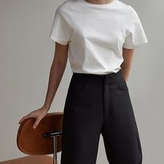 Minimalist outfit for everyday. Fashion Mode, Look Fashion, Trendy Fashion, Winter Fashion, Fashion Trends, Minimal Fashion Style, Fashion Gone Rouge, Feminine Fashion, Womens Fashion
