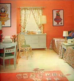 madmenfootnotes: Do you think Sally dreams of this bedroom spread from a 1961 issue of Seventeen magazine? The melon walls, turquoise accents, loud floral print — maybe a Dorothy Draper inspired scheme? Check out the cream Remington on the lil' desk. Retro Room, Vintage Room, Bedroom Vintage, Vintage Decor, 1950s Bedroom, Retro Bedrooms, Kitchens And Bedrooms, Retro Interior Design, Vintage Interiors