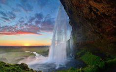 La casecade de seljalandsfoss enIslande. Seljalandsfoss waterfall, Iceland.