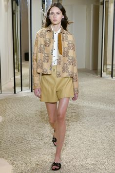http://www.vogue.com/fashion-shows/resort-2018/hermes/slideshow/collection