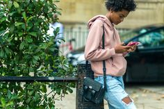 My Favorite Street Style Snaps From London Fashion Week (because im addicted) Model Street Style, Spring Street Style, Scott Schuman, Poppy Delevingne, Sartorialist, Models Off Duty, Style Snaps, London Fashion, Street Fashion