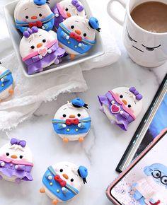 Cute Characters Macarons To Cheer You Up During Quarantine. Creative Desserts, Cute Desserts, Disney Cakes, Disney Food, Homemade Macarons, Kawaii Cooking, Cute Baking, Cute Food Art, Kawaii Dessert