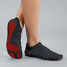 ZEMgear Men's / Women's 360 Minimalist Round Toe Shoe. Smarts: Four-way stretch, molded stabilizer tech. FootSmart.com