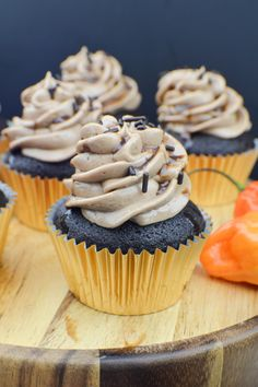Add a little spice to your cupcakes! Make these chocolate habanero cupcakes with spicy chocolate frosting. Fun Desserts, Delicious Desserts, Habanero Recipes, Cupcake Recipes, Dessert Recipes, Fun Cupcakes, Sweet And Spicy, Let Them Eat Cake, Sweet Tooth