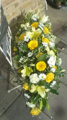 Funeral Flowers 4ft spray #funeralflowers #coffinspray #coffin #spray #bellasphotos #stunning #bellasblooms #funeralflowers #funeraltribute www.bellasblooms.co.uk