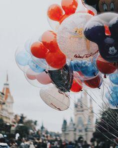 Walt Disney world balloons Disney Dream, Cute Disney, Disney Magic, Disney Vacations, Disney Trips, Disney Parks, Film Disney, Disney Pixar, Disneyland Paris Noel