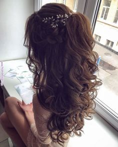 Hairstyles for prom Собранные локоны Кудри Хвост из локонов Со . Quinceanera Hairstyles, Homecoming Hairstyles, Wedding Hairstyles For Long Hair, Wedding Hair And Makeup, Bridal Hair, Hair Makeup, Hair Styles For Quinceanera, Bridesmaid Hairstyles Half Up Half Down, Hairstyle Wedding
