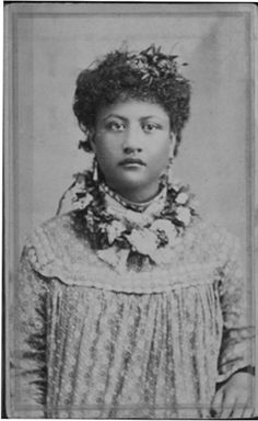 Snows regular day by day clothes Hawaiian People, Hawaiian Woman, Queen Of Hawaii, Hawaiian Monarchy, All About Hawaii, Honolulu Hawaii, Blue Hawaii, Hula Dancers, Hula Girl