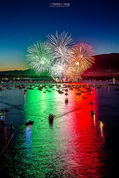 Celebration of Light 2012 - Italy - Italian Flag Style... Happy 4th of July to All Italian - American style