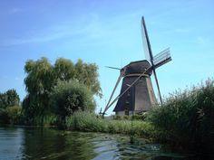'De Oostzijdse' Windmill near the river Het Gein.