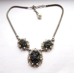 VINTAGE 50 S SILVER TONE PEARL BEADED BLACK LUCITE PANEL STATEMENT NECKLACE