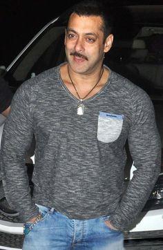 Pics : 50th Birthday Celeberation Of Superstar Salman Khan - Cine Newz