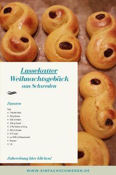 In Schweden sind Lussekatter ein Muss zu Lucia und im Dezember. Für Schweden-Fans auf der ganzen Welt auch. Deswegen verrate ich ein Rezept für das leckere Hefesafrangebäck, welches Du einfach nachbacken kannst.  #einfachschweden #lucia #lussekatter Fika, Doughnut, Pineapple, Fruit, Desserts, Recipes, Swedish Chef, Swedish Christmas, Swedish Recipes