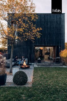 TRIPLE by höfats is a firebowl and at the same time a tribute to open fireplaces - made of massive corten steel. Triple 6, Co Housing, Design Bestseller, Open Fireplace, Fire Bowls, Corten Steel, Back Gardens, Grills, Outdoor Spaces