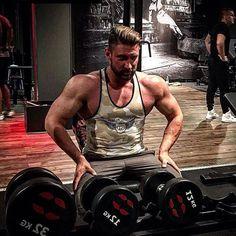 All day hard work, all day 100%‼️💪 @wojtek_ifbb_pt #gothicpharmteam 🏋‼️ Start strong and train harder 💪💪with Gothic Pharm Black Panther Pre-Workout 💊 👇 www.gothicpharm.com  #gothicpharm #ifbb #bodybuilding #instafit #fitness #fitnessmotivation #shredded #gymboy #gymtime #gymlife #fitnessfreak #fitnessmodel #strength #silownia #enginneredlife #fashionmen #fashion #warsawboy #blackpanther #preworkout #eatclean #squat #trening #treningowo #pompa #fitnessgear #plecy #biceps