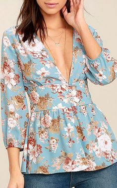 Watch the shadows dance across the water in the Reflections of Me Light Blue Floral Print Top! Light blue, white, rust red, and beige floral print woven poly s Blouse Styles, Blouse Designs, Hijab Fashion, Fashion Dresses, Fashion Clothes, Floral Tops, Floral Prints, Edgy Outfits, Fashionable Outfits