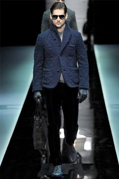 Giorgio Armani Fall 2013 Menswear Fashion Show Giorgio Armani, Armani Men, Italian Fashion Designers, Gq Style, Best Mens Fashion, Vogue Paris, Fashion Show, Men's Fashion, Hoodie