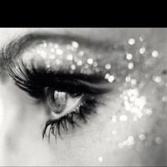 Love this sparkly eye make-up!